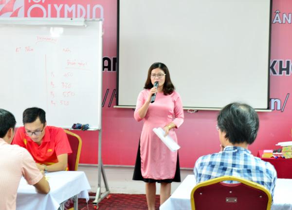 Bà Nguyễn Thị Huê phát biểu khai giảng khoá học