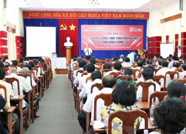 Tổ chức chương trình đào tạo Kỹ năng giao tiếp chuyên nghiệp và văn hóa công sở tại Khánh Hòa