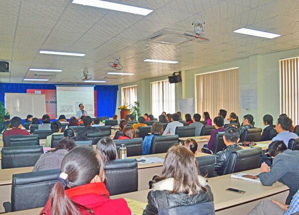 Khai giảng lớp Quản trị mối quan hệ khách hàng đầu tiên tại Quảng Bình