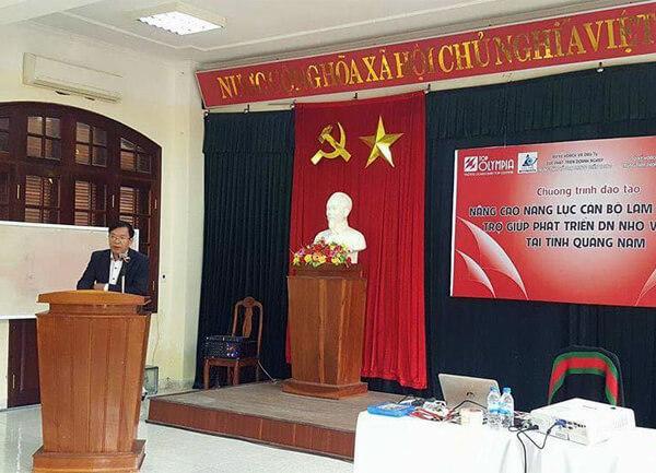 Nâng cao năng lực cán bộ làm công tác hỗ trợ DNNVV tại Quảng Nam