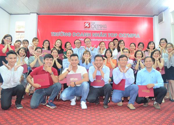 Bế giảng lớp Quản trị nhân sự - HRM 30 tại Đà Nẵng