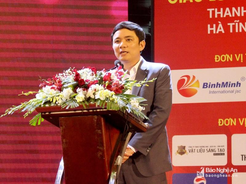 Ông Hoàng Vĩnh Trường - Giám đốc Trung tâm Hỗ trợ và Phát triển doanh nghiệp tỉnh Nghệ An cảm ơn những đóng góp của các đơn vị trong việc thực hiện đề án phát triển, bồi dưỡng đội ngũ doanh nhân. Ảnh: Quang An