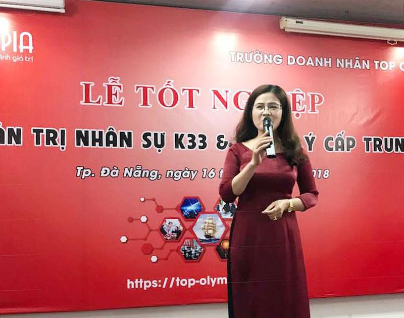Tổ chức bế giảng lớp Quản trị Nhân sự K33 và Quản lý cấp trung K18 tại Đà Nẵng