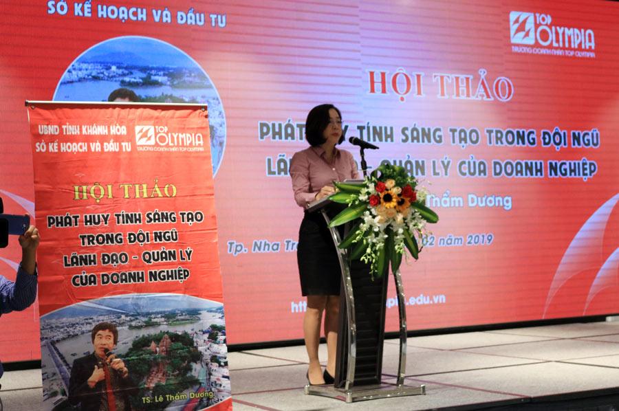 Bà Nguyễn Thị Hà – PGĐ Sở Kế hoạch và Đầu tư tỉnh Khánh Hòa lên phát biểu khai mạc