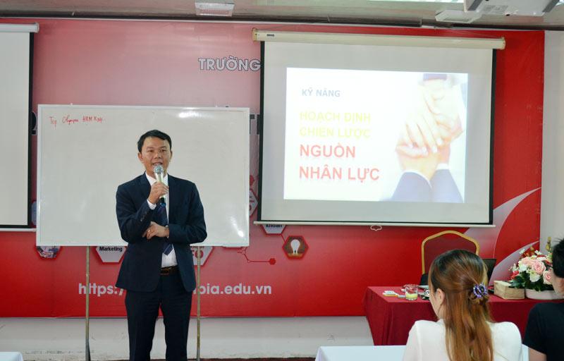 Ông Cao Văn Thi – Chủ tịch Trường Doanh nhân Top Olympia phát biểu