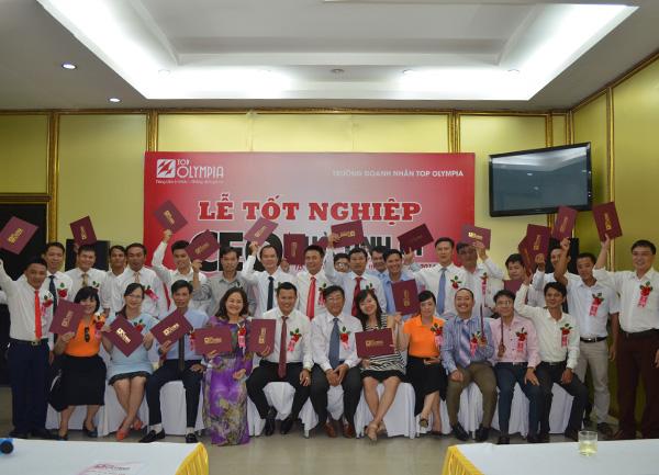 Bế giảng lớp đào tạo Giám đốc điều hành CEO khóa đầu tiên tại Hà Tĩnh