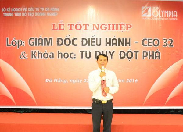 Tổng giám đốc Trường Doanh nhân Top Olympia phát biểu