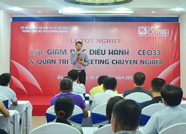 Ông Cao Văn Thi phát biểu tại lễ bế giảng