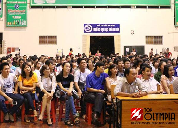 Hơn 800 sinh viên tại Nha Trang